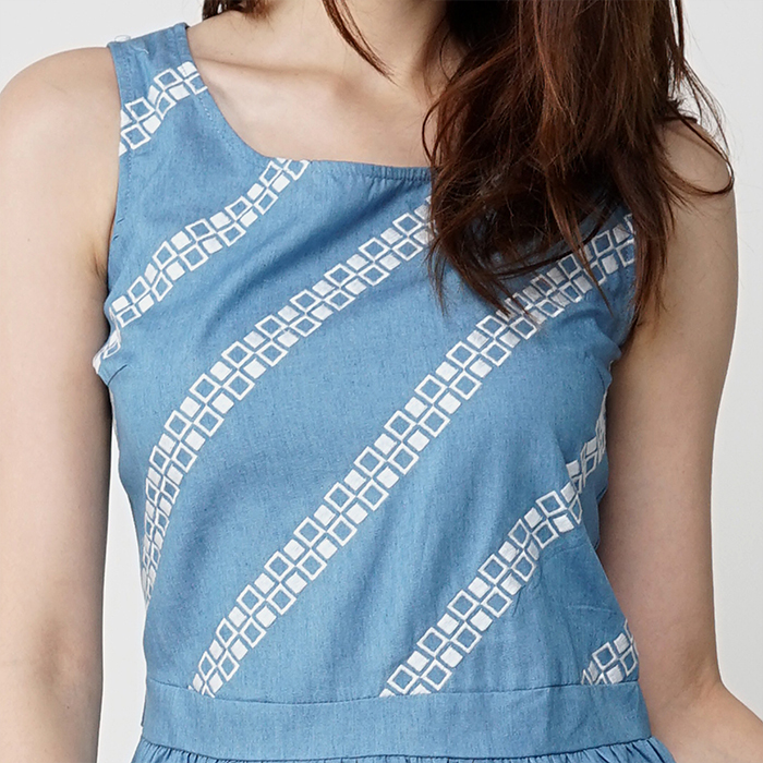 Round Neckline Sleeveless Front With Embroidery Detail Maxi Dress