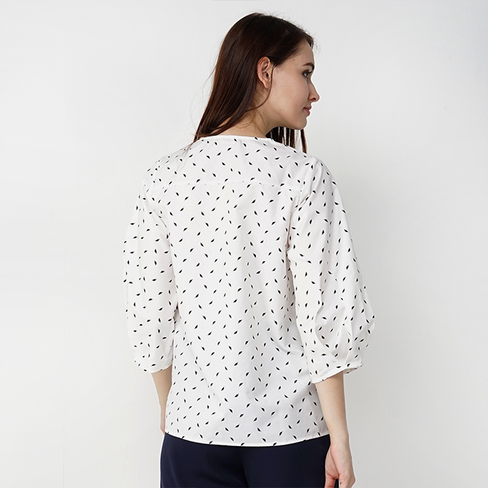 Round Neckline Long Sleeve Blouse With Printed Fabric